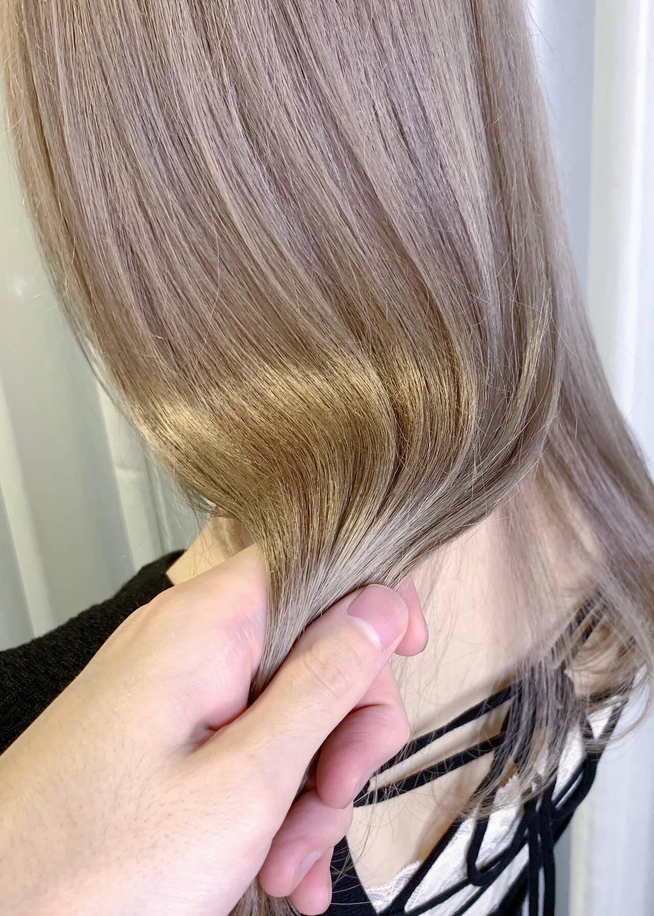 透明感 ナチュラル ロング ハイトーンカラーヘアスタイルや髪型の写真・画像