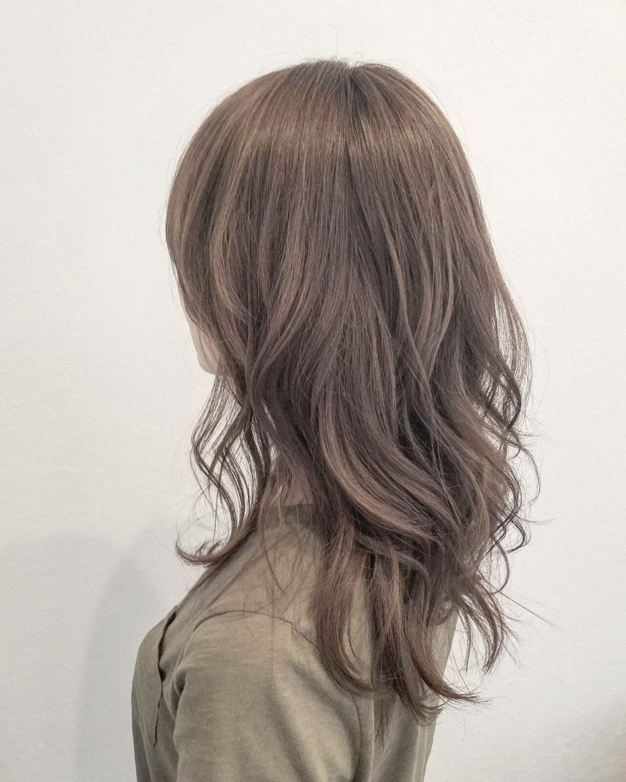 セミロング 外国人風 ハイトーン ナチュラルヘアスタイルや髪型の写真・画像