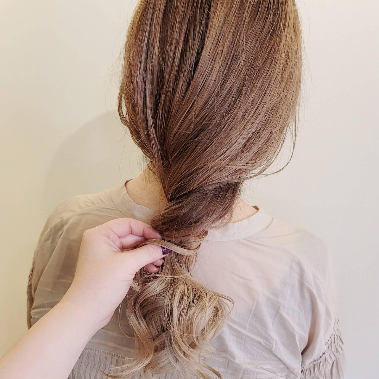 ロング ふわふわ デザインカラー ハイライトヘアスタイルや髪型の写真・画像