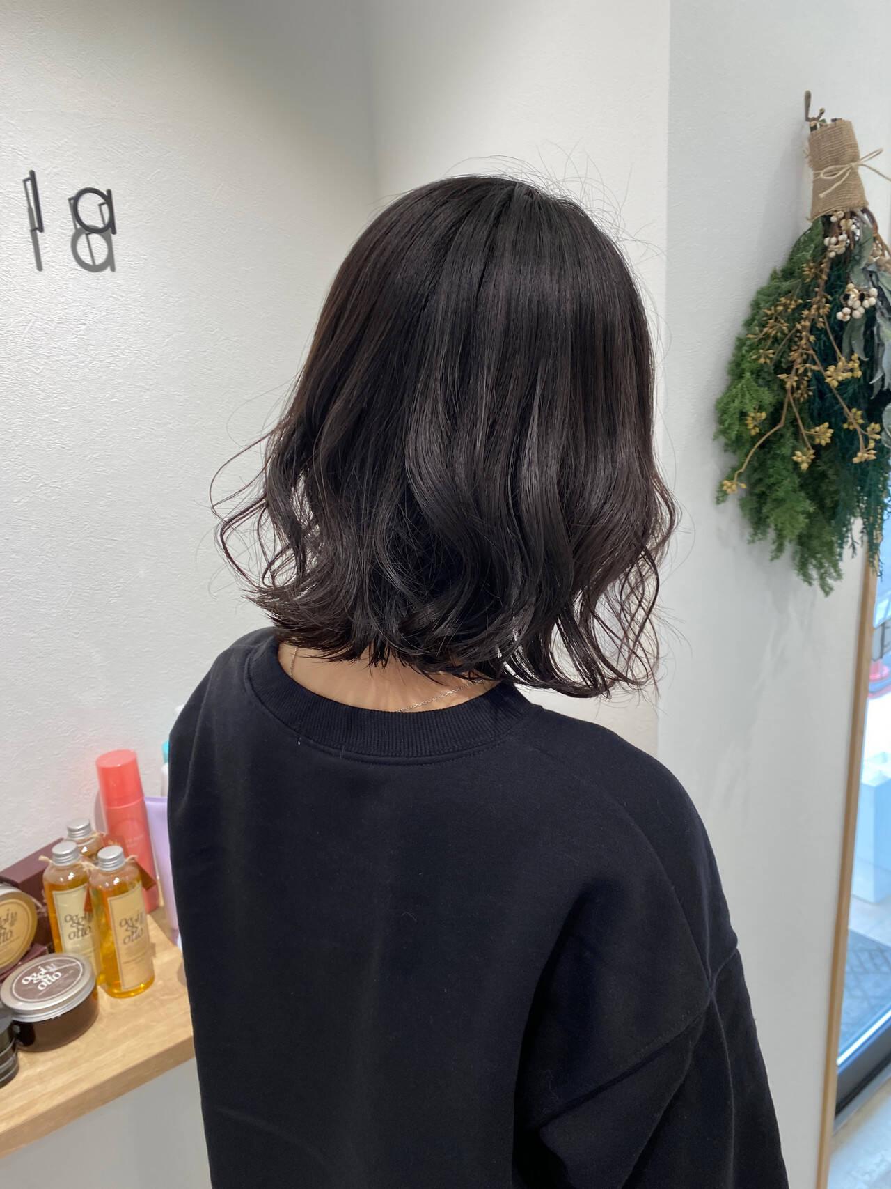 ミディアム 波ウェーブ ウェーブ ワンカールヘアスタイルや髪型の写真・画像