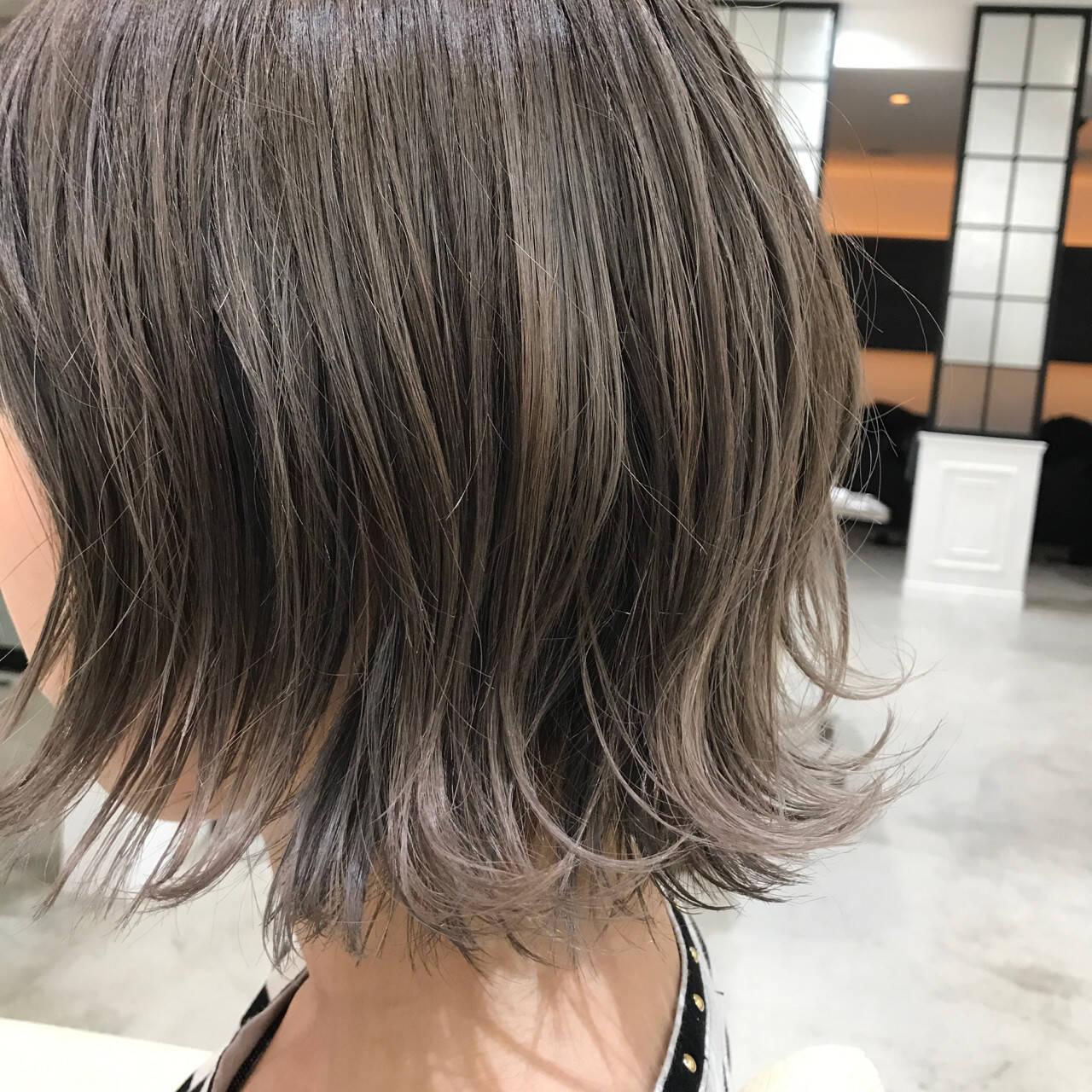 アッシュグレージュ ボブ ストリート イルミナカラーヘアスタイルや髪型の写真・画像