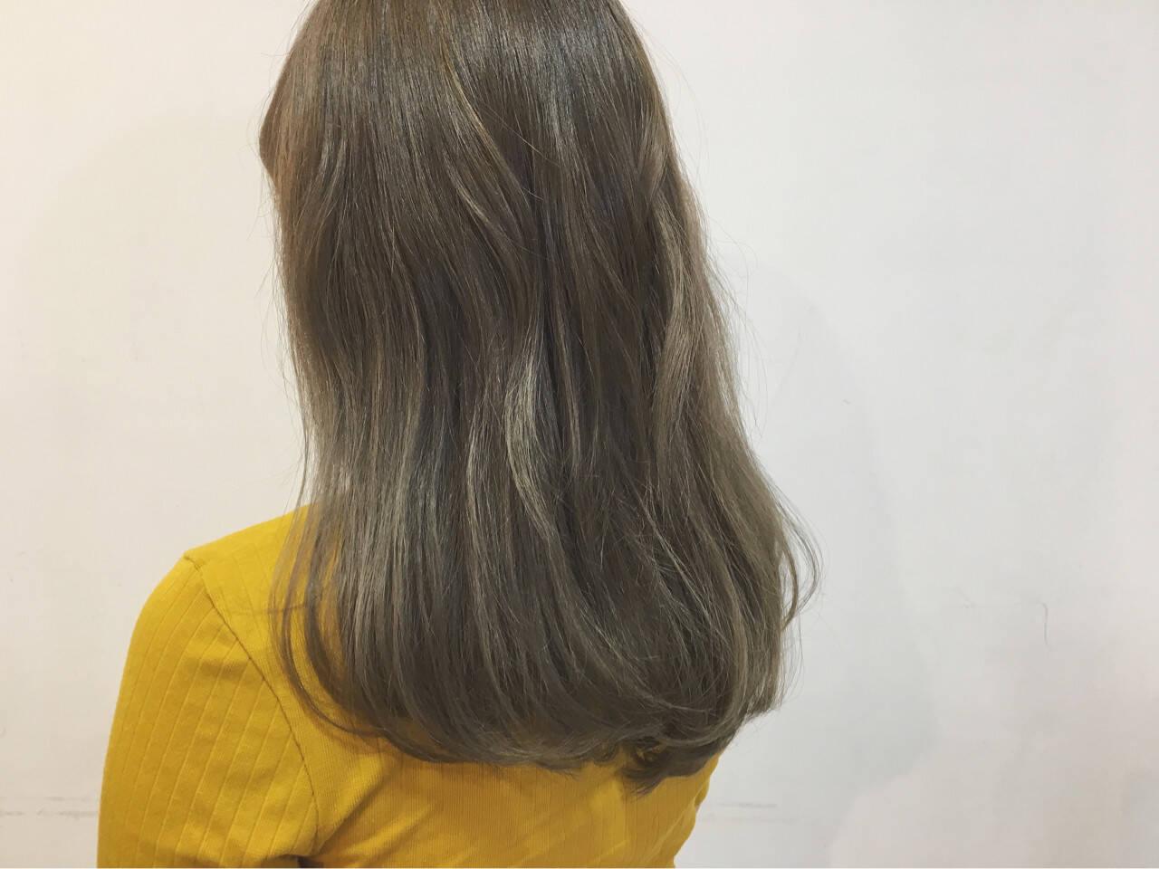夏 フェミニン ロング グレージュヘアスタイルや髪型の写真・画像