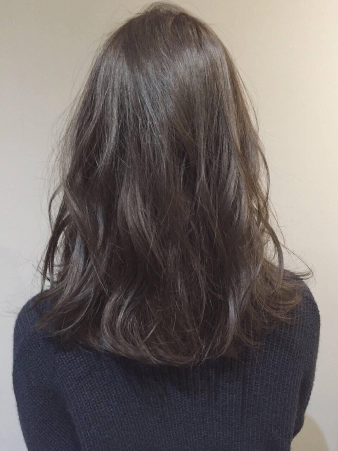 ナチュラル ネイビー セミロング ブリーチなしヘアスタイルや髪型の写真・画像