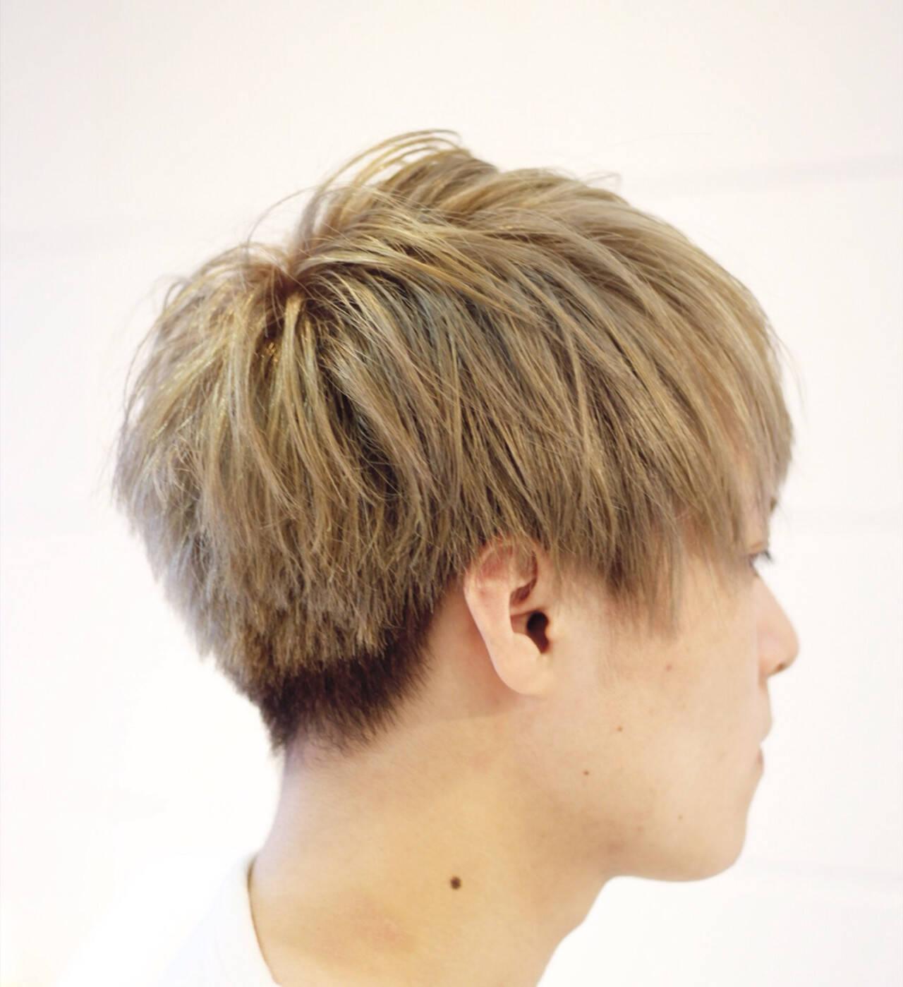 ハイトーン メンズ ボーイッシュ アッシュベージュヘアスタイルや髪型の写真・画像