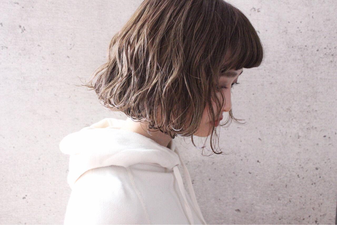 外国人風 ボブ アッシュ パーマヘアスタイルや髪型の写真・画像