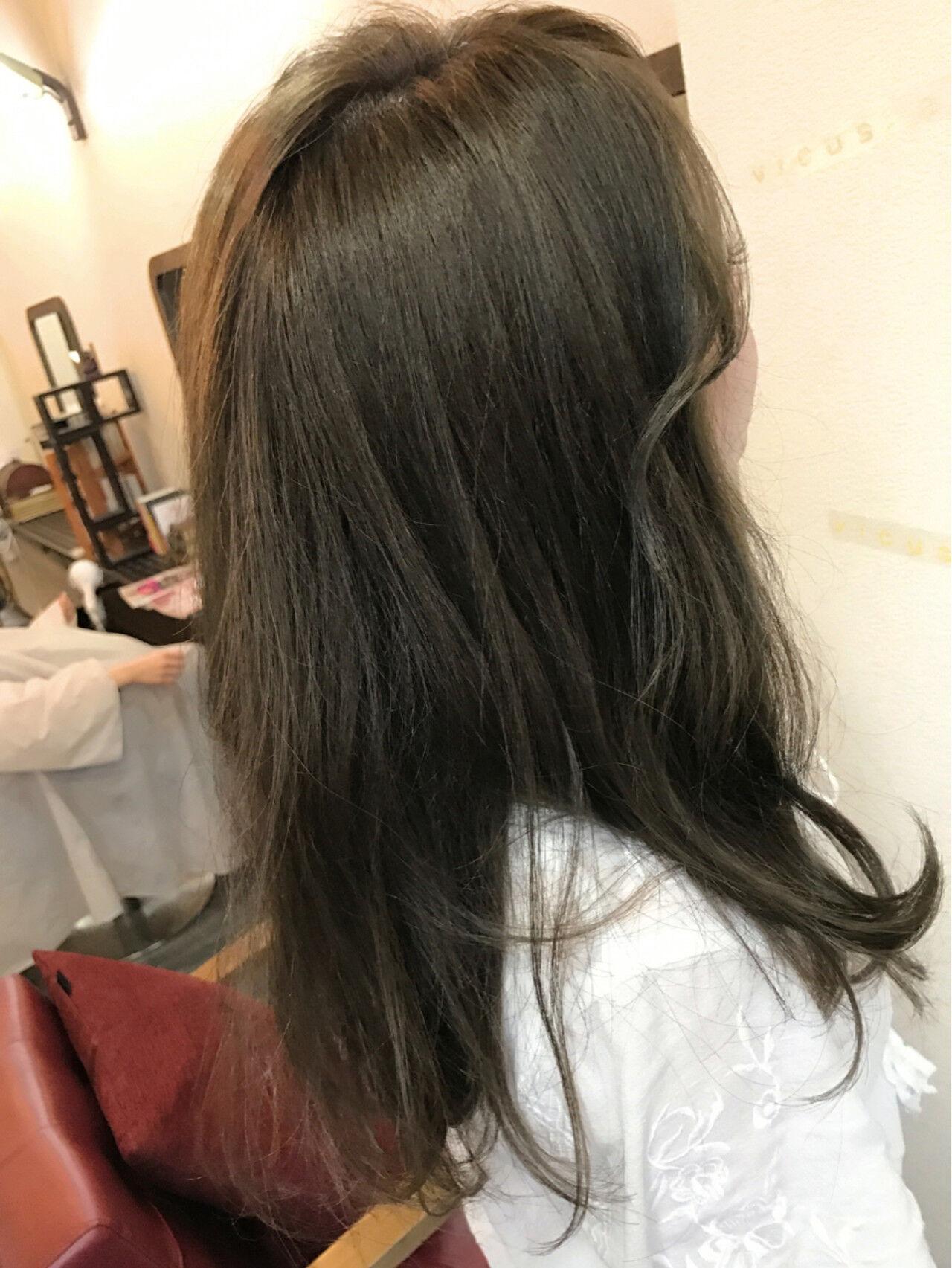 アッシュ グレージュ 愛され フェミニンヘアスタイルや髪型の写真・画像