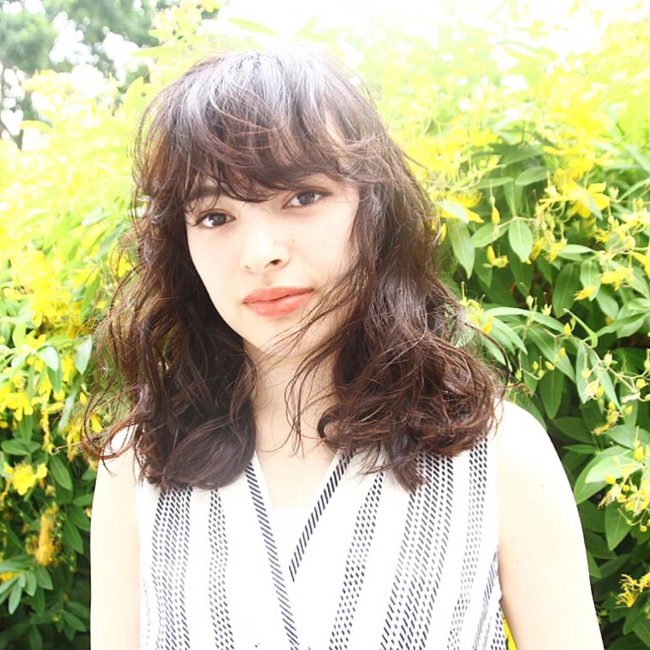 女子会 ウェーブ ミディアム ナチュラルヘアスタイルや髪型の写真・画像