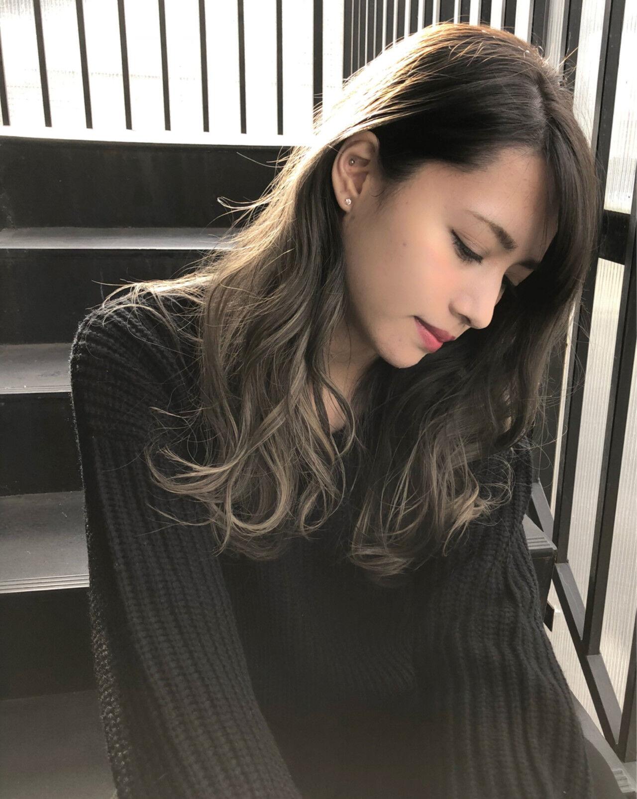 外国人風 インナーカラー ハイライト 暗髪ヘアスタイルや髪型の写真・画像