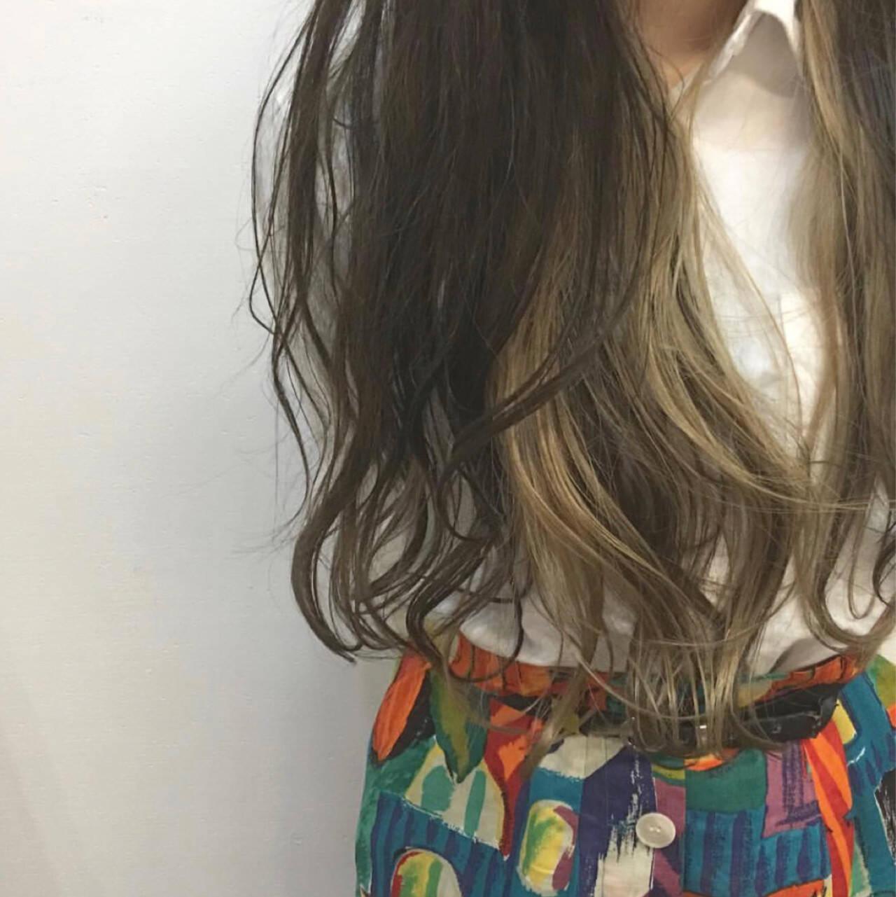 アッシュベージュ ロング 透明感 結婚式ヘアスタイルや髪型の写真・画像