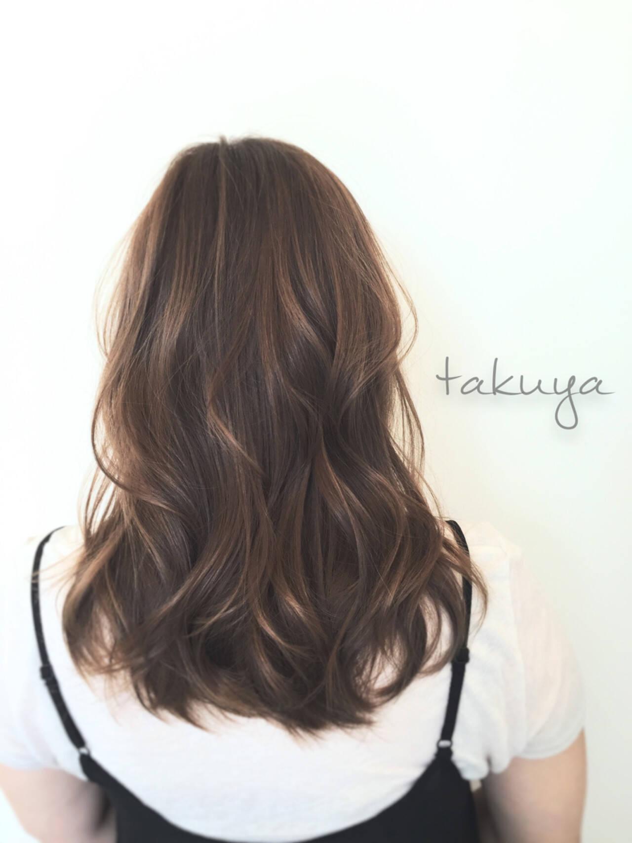 アッシュベージュ フェミニン ミディアム 色気ヘアスタイルや髪型の写真・画像