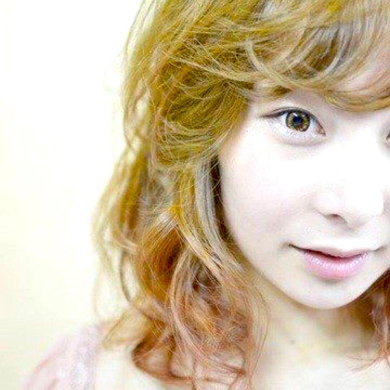 小顔 ストリート グラデーションカラー ピンクヘアスタイルや髪型の写真・画像