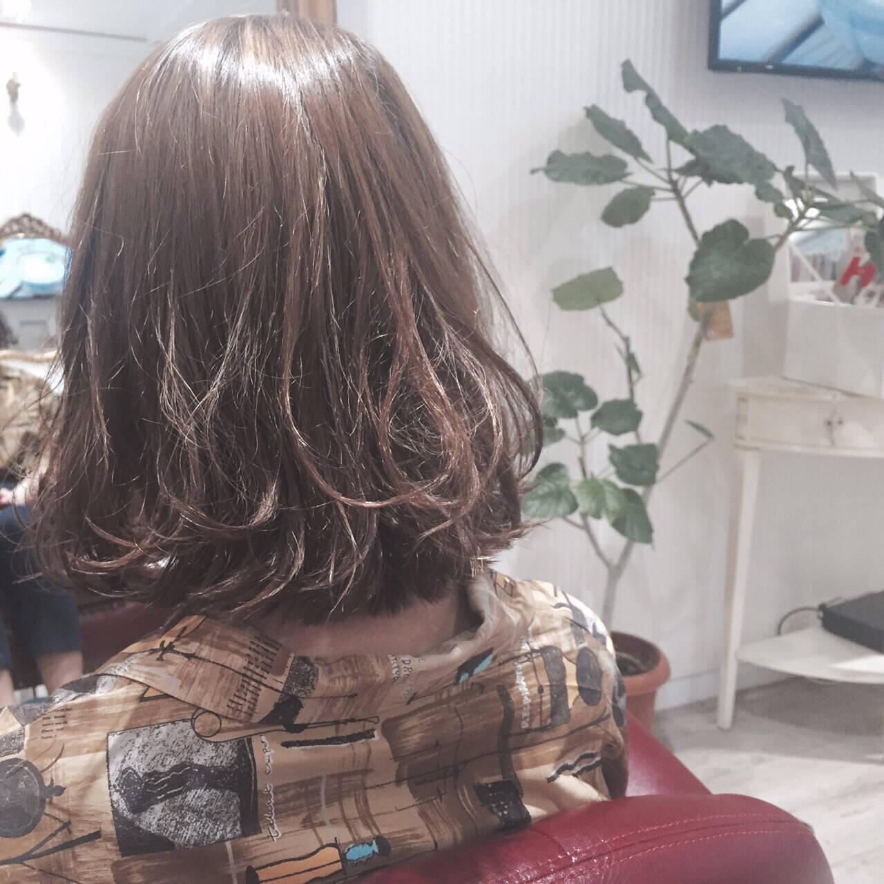 ガーリー くせ毛風 ショートボブ 大人かわいいヘアスタイルや髪型の写真・画像